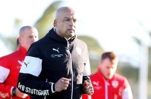 Chima Onyeike: Schleifer mit Sinn für Humor. Der Athletiktrainer macht die VfB-Profis in Belek fit für die Rückrunde. Foto: Pressefoto Baumann