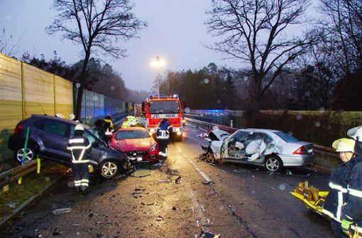 Raser reißt Autofahrerin mit in den Tod