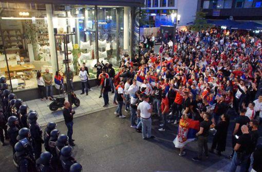 Polizei rückt in Stuttgart zu Großeinsatz aus