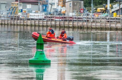 Zwei Personen aus dem Neckar gerettet