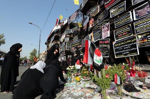 Dutzende Tote bei Anschlag auf schiitischen Schrein