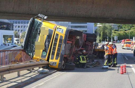 Lkw in Zuffenhausen umgekippt – Streckenabschnitt gesperrt