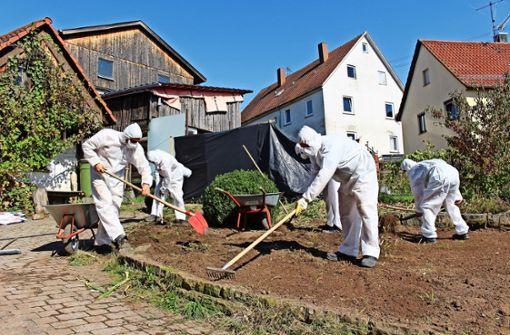Asbest landet bei Putzaktion im Nachbargarten