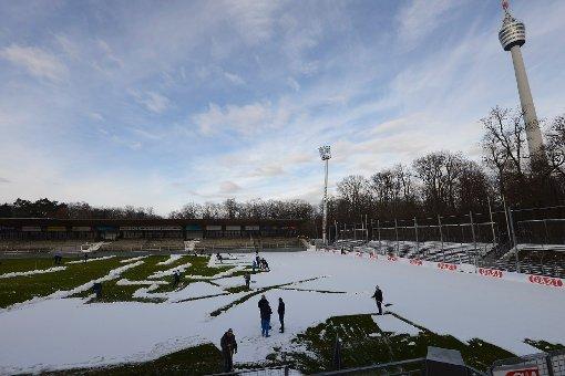 Das Nachholspiel zwischen dem VfB Stuttgart II und den Offenbacher Kickers an diesem Dienstag wurde abgesagt, weil das Spielfeld im Gazi-Stadion durch die winterlichen Temperaturen der letzten Tage unbespielbar ist. (Archivbild) Foto: www.7aktuell.de/Oskar Eyb