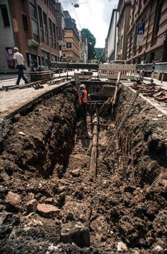 Das Roht war am Donnerstagnachmittag repariert. Die Sperrung der Straße hält jedoch an. Foto: Lichtgut/Max Kovalenko