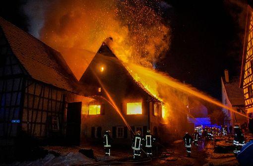 Zwei Schwerverletzte bei Brand in Bauernhaus