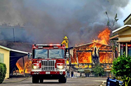 Nicht mehr zu retten: Brennende Häuser in Kalifornien. Foto: imago stock&people