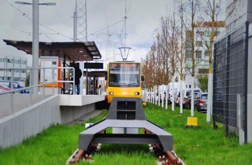 Stadtbahn im Anflug auf Messe und Flughafen