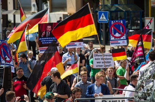Friedliche Demonstration gegen Moschee in Feuerbach