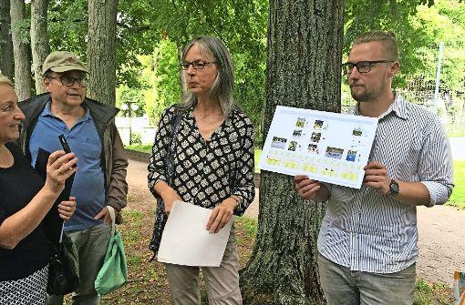 Die Landschaftsarchitektin Christiane Schwarz präsentiert ihren Entwurf. Foto: Nina Ayerle