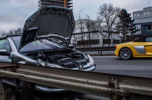 Auf Pannenfahrzeug geprallt – Zwei Verletzte