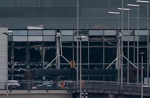 Durch die Explosionen wurden zahlreiche Fensterscheiben zerstört. Auch Teile der Deckenkonstruktion sind heruntergefallen, berichtet unser Brüssel-Korrespondent Detlef Drewes. Foto: BELGA