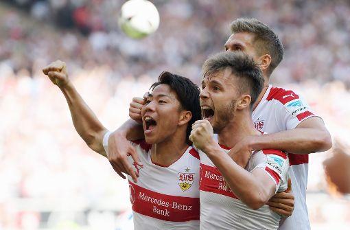 Derbysieg! Die Spieler des VfB Stuttgart freuen sich über das 2:0 gegen den Karlsruher SC. Foto: Bongarts