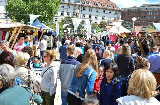 Kein Glitzer-Glamour, kein lautes Happening – am Samstag ist in Stuttgart auf dem Marienplatz der Übermorgen-Markt gestartet.  Foto: 7aktuell.de/Gabriel Span
