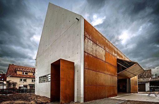 Markanter Wein-Bau in Cortenstahl und Sichtbeton
