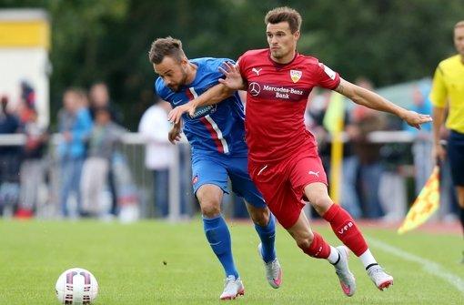 Im Wartestand: VfB-Verteidiger Philip Heise (re.). Foto: Baumann