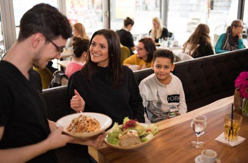 Apanaya in Stuttgart-Mitte – In der früheren Kostbar hinter dem Rathaus will die Chefin Ramona Gerecht Frisches und Gesundes servieren. Frühstück gibt es bis weit in den Tag hinein. Wir haben das neue Restaurant getestet. a href=https://www.stuttgarter-nachrichten.de/inhalt.restaurant-test-apanaya-in-s-mitte-lifestyle-schmeckt-nach-avocado.3237448a-ff36-461b-921c-cc8870ef9689.html target=_blankHier geht es zum Test/a. Foto: Lichtgut/Max Kovalenko