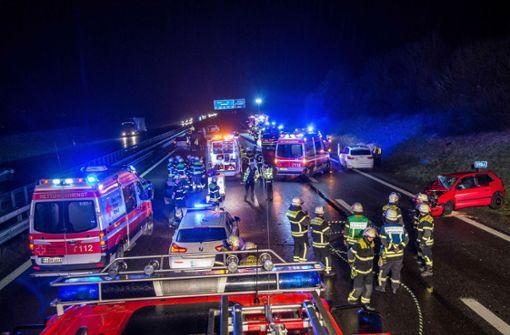 Pannenfahrzeug löst Unfall mit drei Schwerverletzten aus