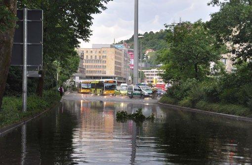 Starkregen und Hagel haben am frühen Sonntagabend zu Überschwemmungen in der Stuttgarter Innenstadt geführt. Foto: Fotoagentur Stuttgart
