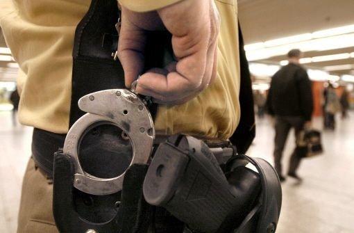 Die Kriminalpolizei Waiblingen konnte mutmaßlichen Autoknackern das Handwerk legen. Die 34 und 35 Jahre alten Männer sitzen mittlerweile in Haft. Foto: dpa/Symbolbild
