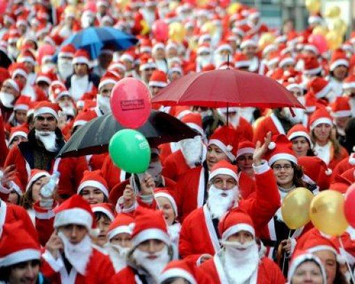 Christkind verjagt Weihnachtsmann