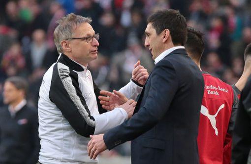 Der VfB-Sportvorstand Michael Reschke (li.) hat sieben neue Spieler geholt, der Trainer Tayfun Korkut soll nun möglichst viel aus ihnen herausholen. Foto: Baumann