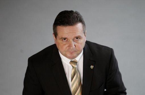Der frühere baden-württembergische Ministerpräsident Stefan Mappus (CDU) sieht keine Zukunft mehr für sich in der Politik - der 46-Jährige fühlte sich gejagt wie ein Verbrecher. Foto: dapd