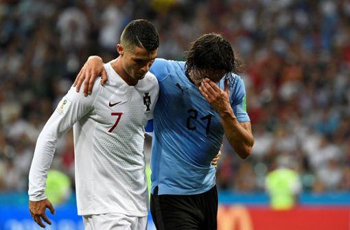 Cristiano Ronaldo hilft Cavani vom Platz