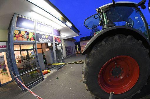 Kriminalität : Mit Bagger in Supermarkt: Räuber haben Geldautomat im Visier