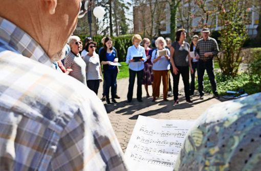 Flüchtlinge fehlen beim Singen mit Flüchtlingen