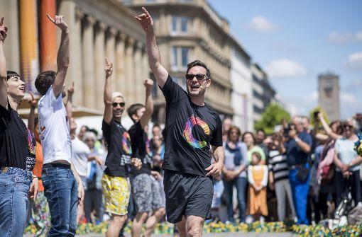 Hunderte tanzen bei Flashmob auf dem Schlossplatz