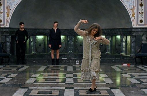 """Vorerst die letzte Stuttgarter Produktion der Choreografin: Szene aus Nina Kurzejas Tanzstück """"Ida Herion"""". Foto: Yakup Zeyrek"""