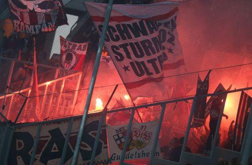 Stuttgarter Ultras schlagen auf Gladbach-Fans ein