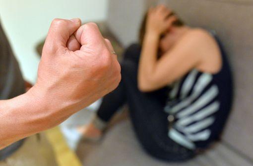 49-Jähriger prügelt Ehefrau in Aalen krankenhausreif