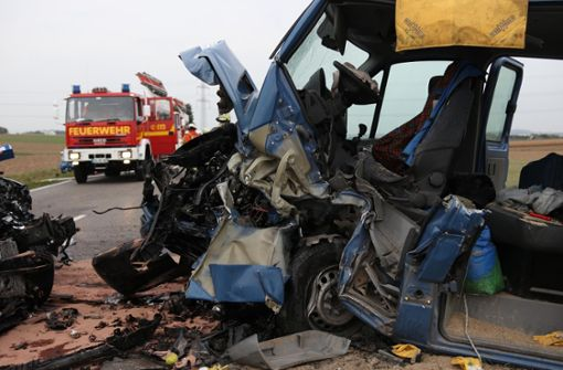 Vier Verletzte bei schwerem Landstraßen-Unfall