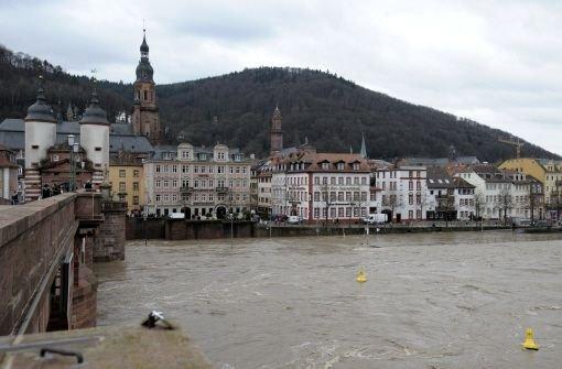 Hochwasser am Neckar bei Heidelberg (hier ein Bild aus dem Jahr 2011): Der Dauerregen der vergangenen Tage lässt die Pegel steigen. Foto: dapd