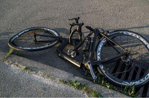 Radfahrer nach Unfall mit Auto schwer verletzt
