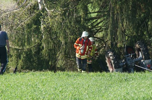 Mann gerät unter Traktor und stirbt
