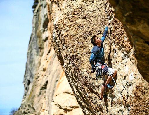 Kletterer im Einsatz gegen Zecken