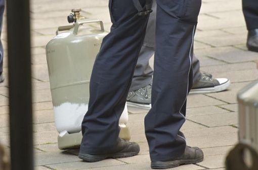 ... aus bislang ungeklärter Ursache eine Stichflamme aus einer Gasflasche.  Foto: 7aktuell.de/Oskar Eyb