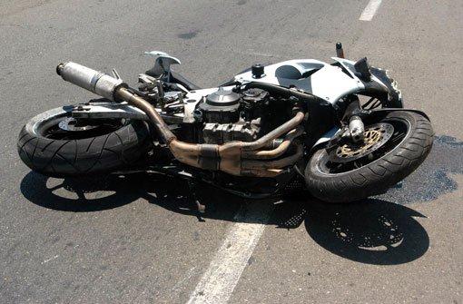 5.5.: Biker lebensgefährlich verletzt