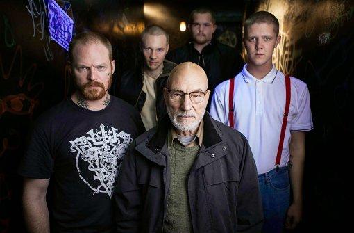 """Als Chef einer Neonazibande erinnert Patrick Stewart (Mitte vorn) kaum noch an Captain Picard aus """"Star Trek"""". Foto: Universum"""