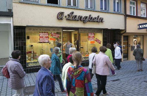 """Jetzt ist die Drogerie Geschichte. """"Die Pliensaustraße war schon lang nicht mehr so belebt wie früher, das haben wir auch am Umsatz gemerkt"""", meint Traute Langbein.  Foto: Horst Rudel"""