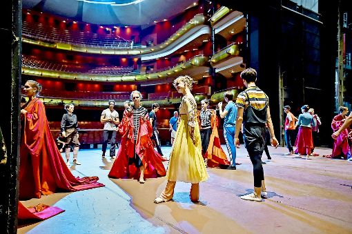 Romeo küsst Julia in Singapur