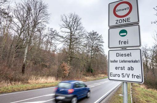 Vorerst gilt das Fahrverbot für Diesel bis einschließlich Euro 4. Vom kommenden Jahr an könnten auch Euro-5-Diesel betroffen sein. Foto: Lichtgut/Julian Rettig
