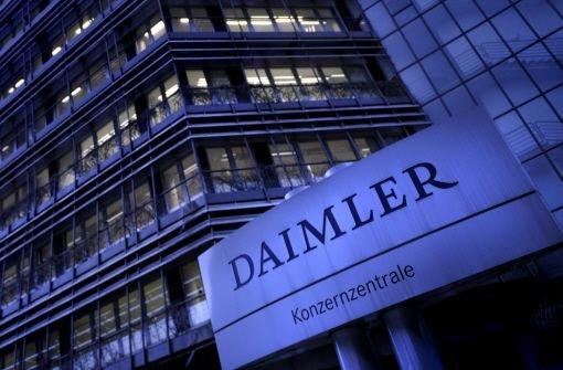 Mitarbeiter des Autobauers Daimler können E-Mails während ihrer Abwesenheit bald automatisch löschen lassen. Das haben Betriebsrat und Unternehmensleitung beschlossen. Foto: dapd