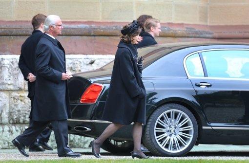 König Carl XVI. Gustaf und Königin Silvia gedachten Johann Georg Prinz von Hohenzollern in der Erlöserkirche Hedingen. Foto: dpa