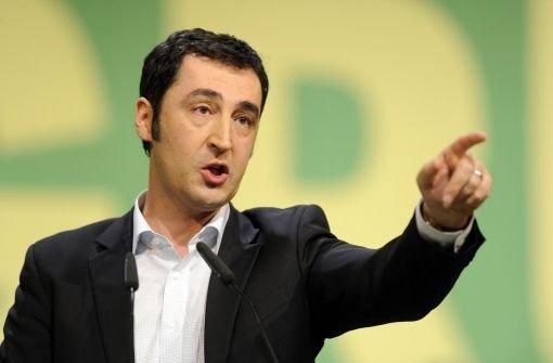 Grünen-Chef Cem Özdemir (Bild) greift an: Er kritisiert Stefan Mappus (CDU) scharf. Foto: dpa