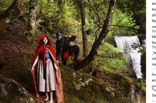Amanda Knox als Rotkäppchen im Schwarzwald — Bei Instagram