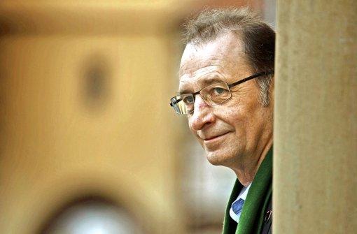 Auf der Winnender Marktstraße dauert es nicht lange, dass jemand Willi Halder erkennt und anspricht. Foto: Gottfried Stoppel